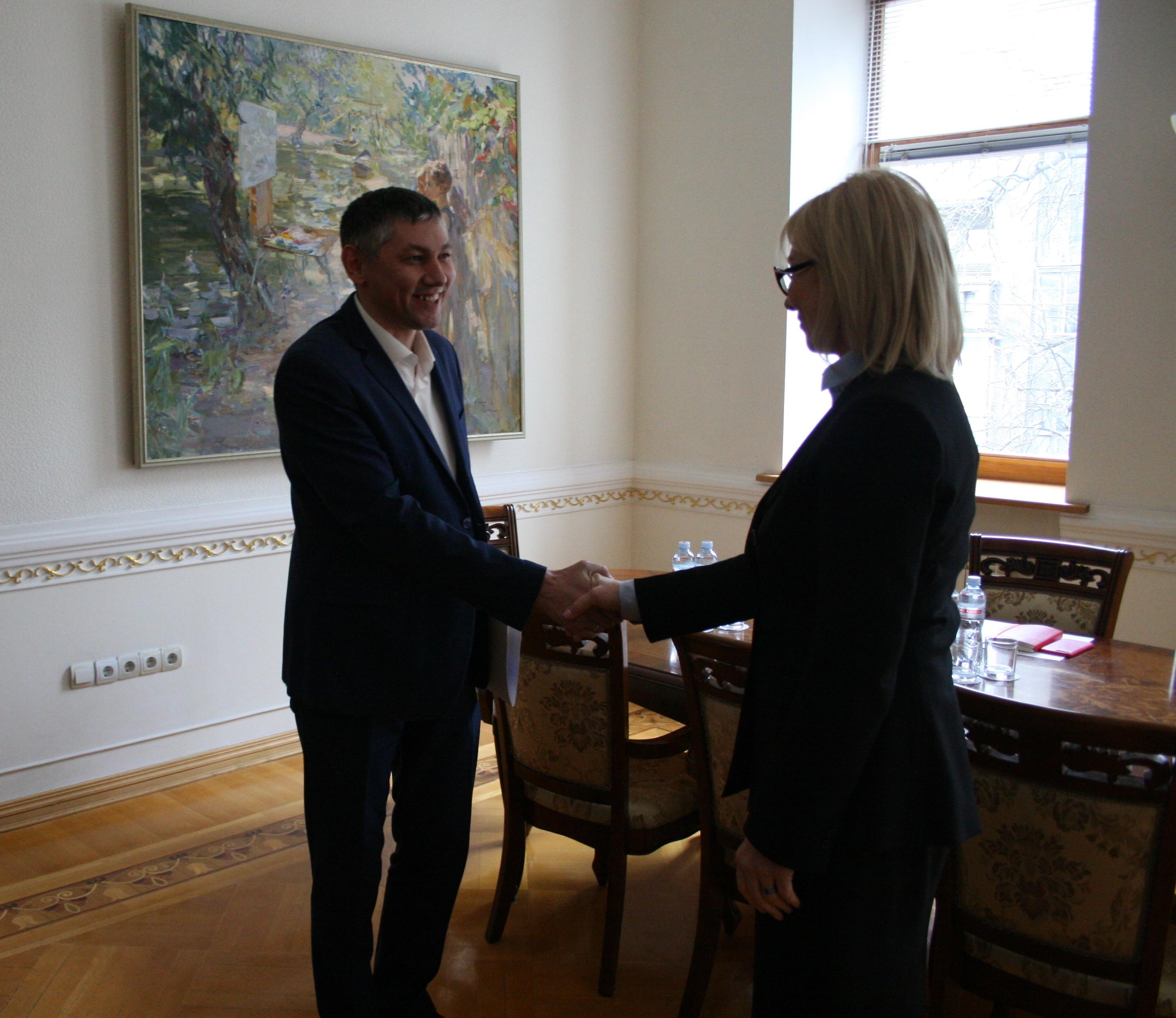 Уповноважений Людмила Денісова та Голова Громадської організації «Україна без тортур» Олександр Гатіятуллін домовилися про співпрацю