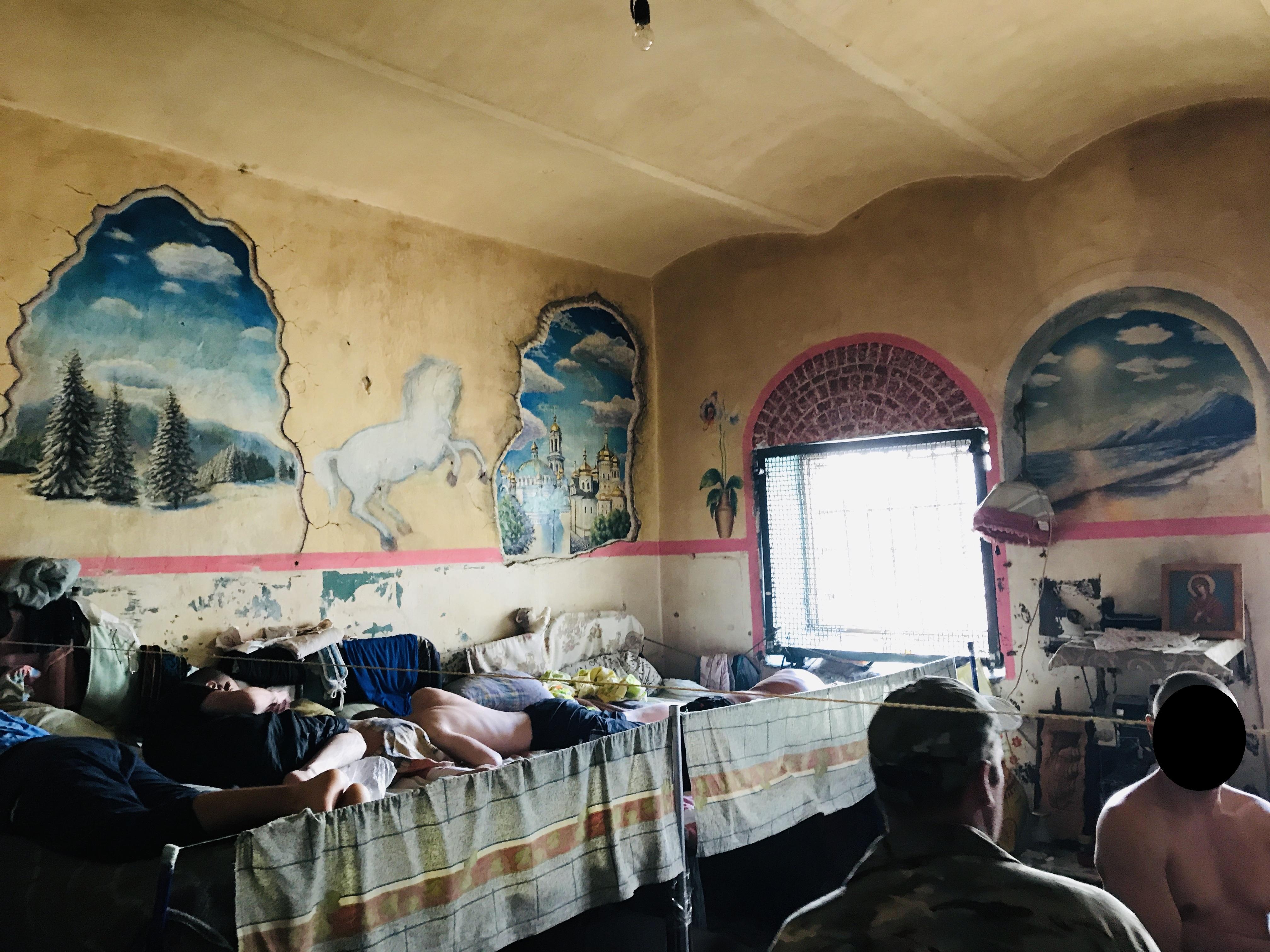 Грибок на стінах і брудна постіл у Київському слідчому ізоляторі