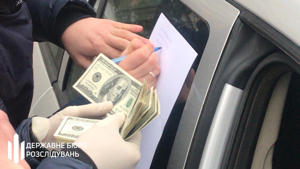 Посадовця Хролівського виправного центру судитимуть за вимагання 6000 доларів у засудженого